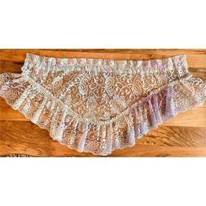 Shabby Chic Lace Curtain & Doily Set